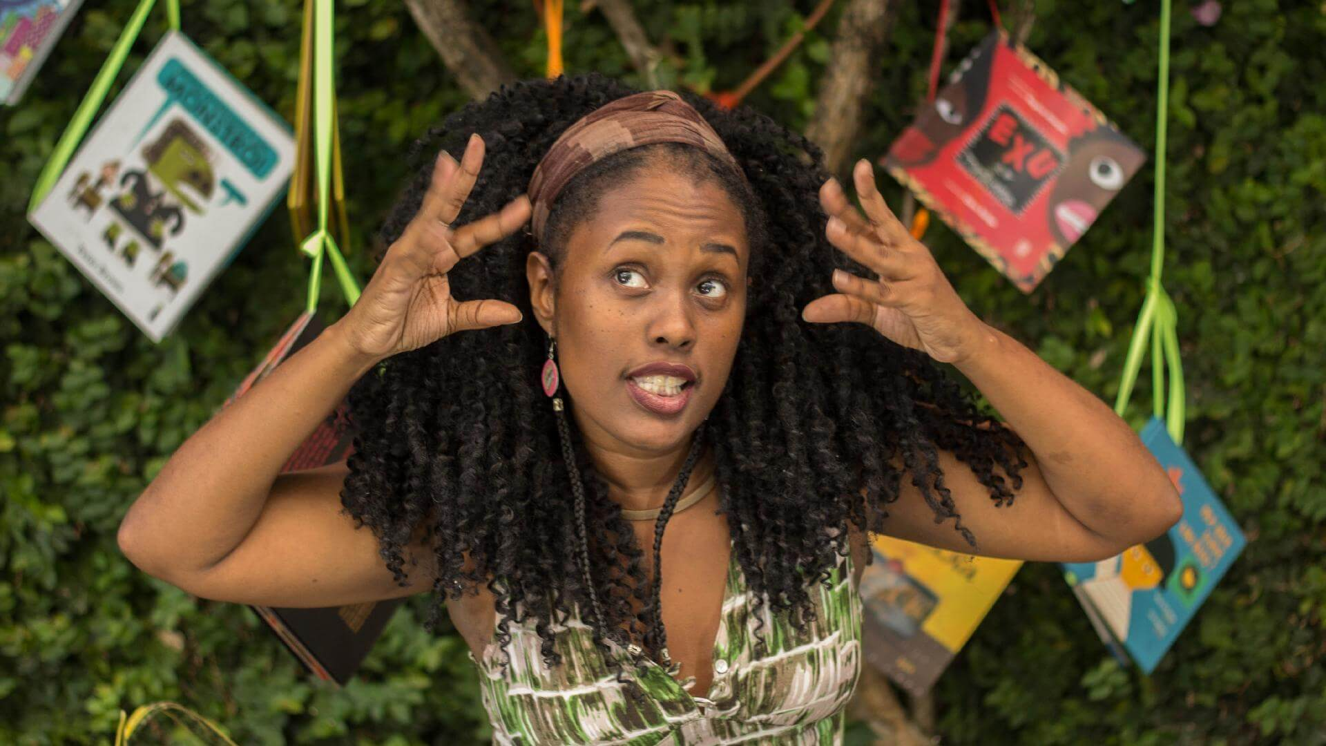Kemla Baptista usa a contação de estórias para elevar a autoestima de crianças negras